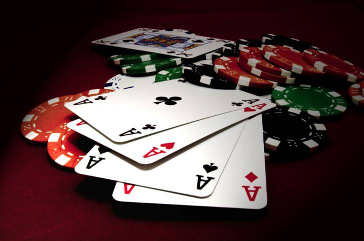 Things To Look For When Playing Poker